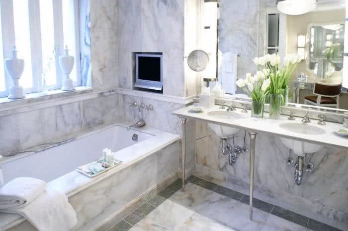 Small bathroom white marble decor to make it bigger